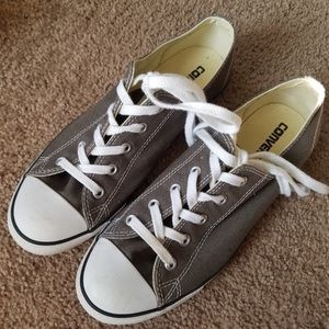 Converse low top size 9